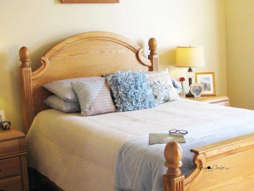 girls dorm room bed